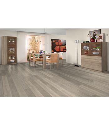 Parquet laminado roble toscolano tobacco de Egger Home en un ambiente de habitación. Código EHL077.