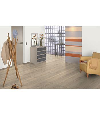 Parquet laminado pino grandola gris de Egger Home en un ambiente de habitación. Código EHL113.