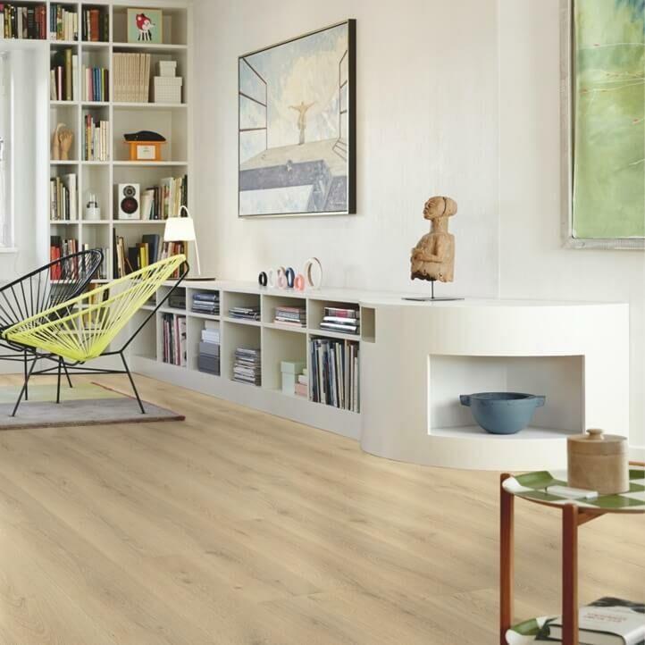 parquet laminado roble ciudad de la marca pergo de la serie living expression sensation resistente al agua superficialmente l0331-03868 en un ambiente de habitación.