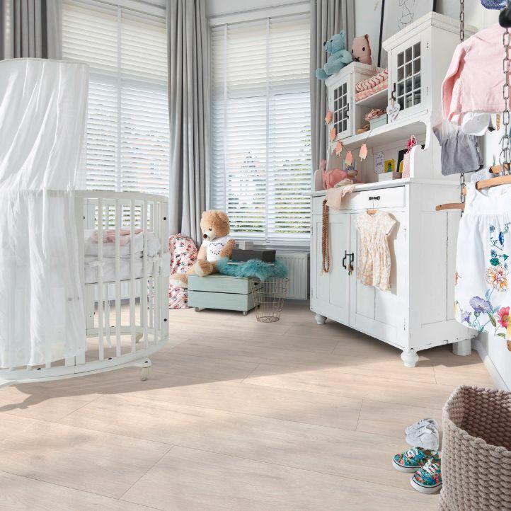 MEISTERDESIGN LAMINATE LD 250 Roble blanco ártico 6995 en vista de habitación