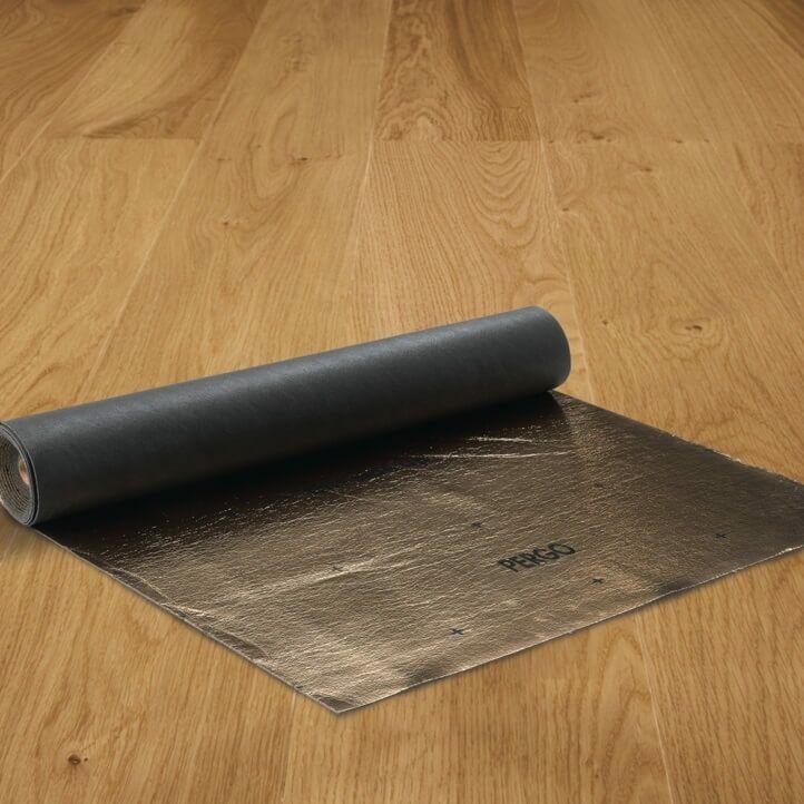 Subsuelo de la marca Pergo Silent Walk para suelos laminados y madera de 2mm de grosor.