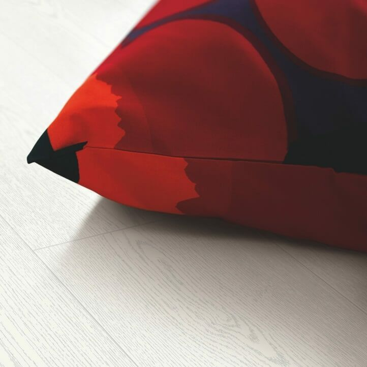 suelo laminado de la marca pergo de la serie domestic elegance roble blanco leche L0607-04394 en vista de habitación.