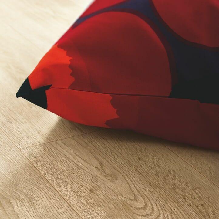suelo laminado de la marca pergo de la serie domestic elegance roble canyon L0607-04392 en vista de habitación.