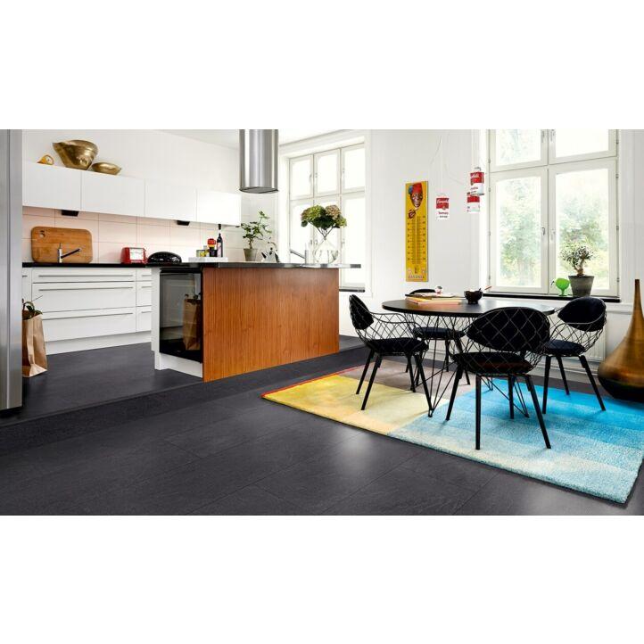 Parquet laminado de la marca pergo de la gama living expression pizarra carbón vegetal L0320-01778 en un ambiente de habitación.