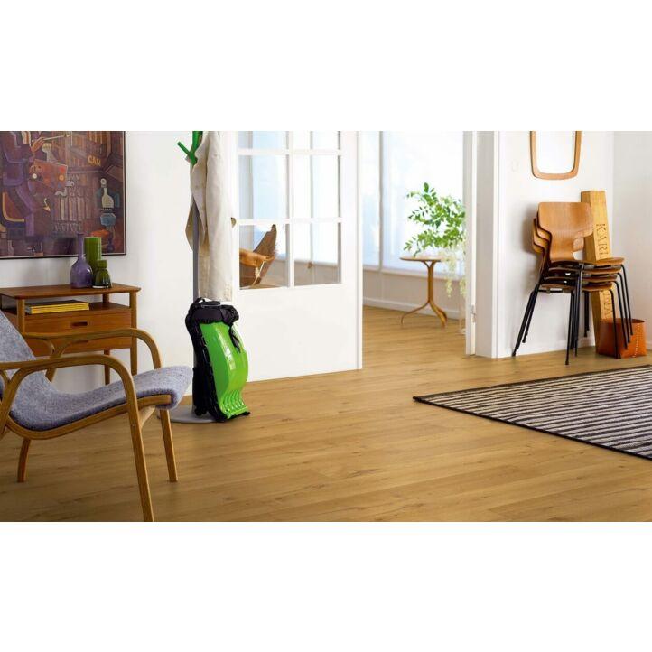 Parquet laminado roble rústico de la marca pergo de la serie original excellence sensation resistente al agua superficialmente l0231-03375 en un ambiente de habitación.
