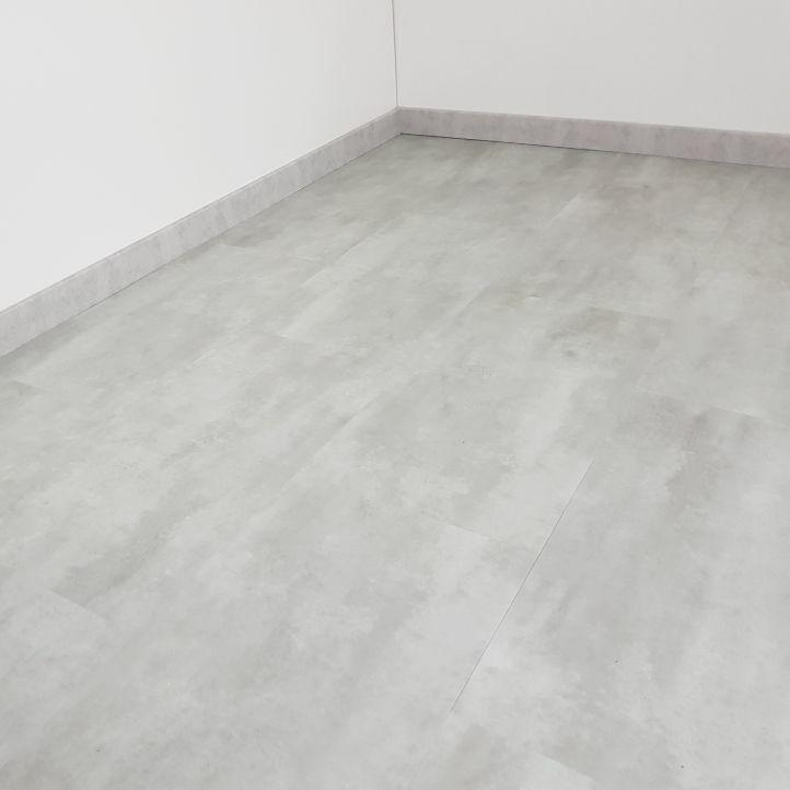 Mundoparquet WPC Rígido Oxido Baldosa Plata 8000
