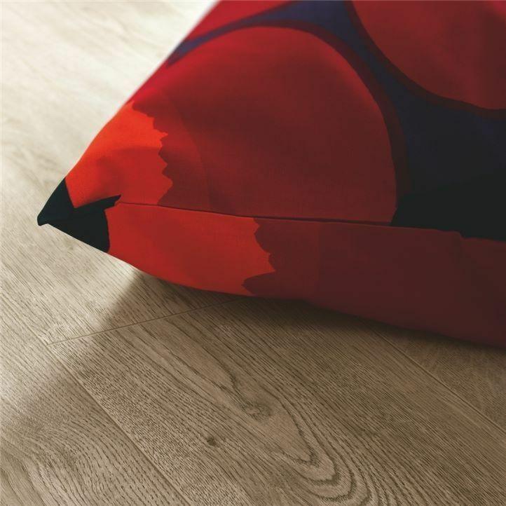 suelo laminado de la marca pergo de la serie domestic elegance roble cañón L0601-04393 en vista de detalle.