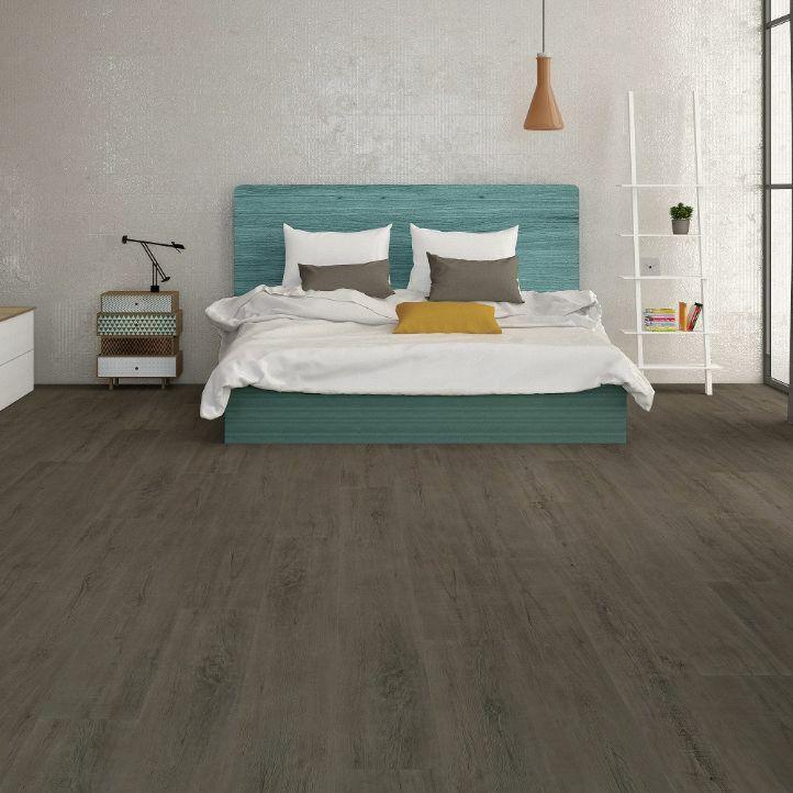suelo vinilo spc roble zulu en un dormitorio