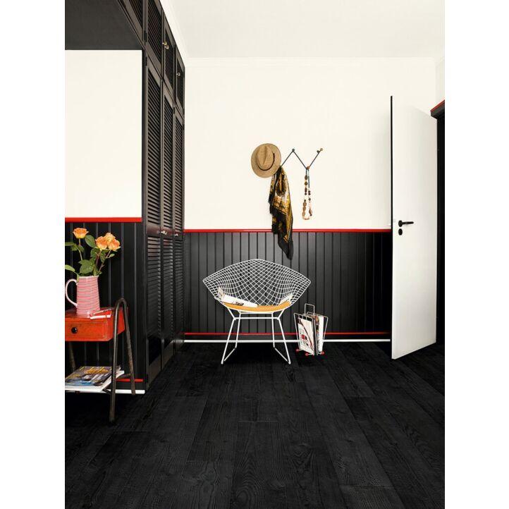 Parquet laminado de planchas quemadas de la marca quick-step de la serie impressive en un ambiente de habitación.