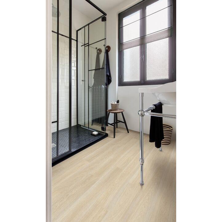 Parquet laminado de roble estado beige de la marca quick-step de la serie eligna en ambiente de habitación.