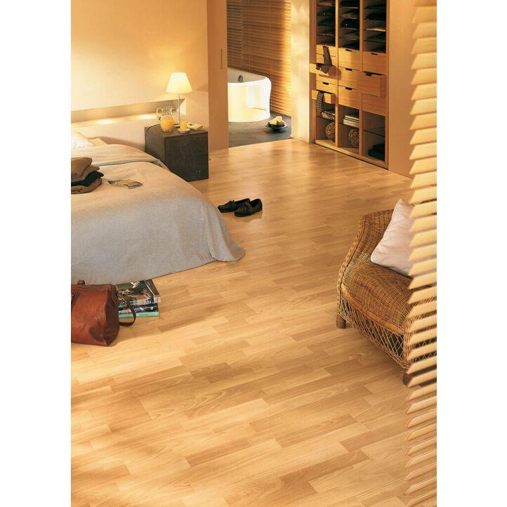 Parquet laminado de HAYA 3 LISTONES CL1016 de la marca Quick-Step de la serie Classic en diseño de habitación.
