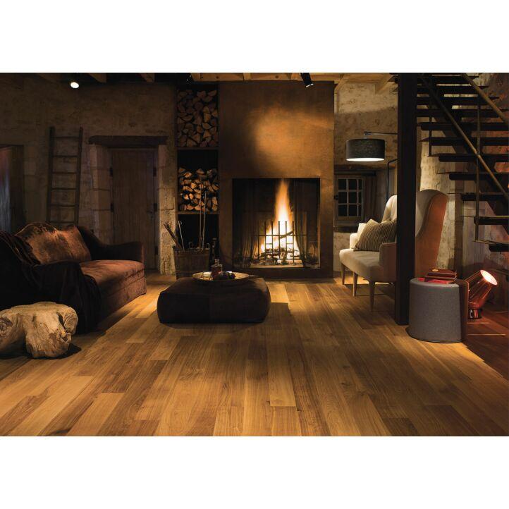 Parquet de madera natural de Quick-Step de la colección castello cas 1472S Roble miel aceitado en un ambiente de habitación.