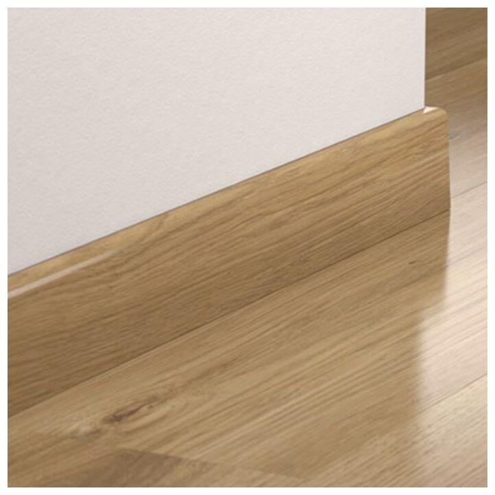 Zócalo de la marca Pergo con medidas 77x14 para suelos laminados.