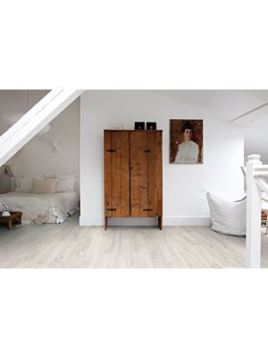 Parquet vinílico de la marca Quick-Step livyn roble cañón marrón BACL40127 de la serie Balance Click  en un ambiente de habitación.
