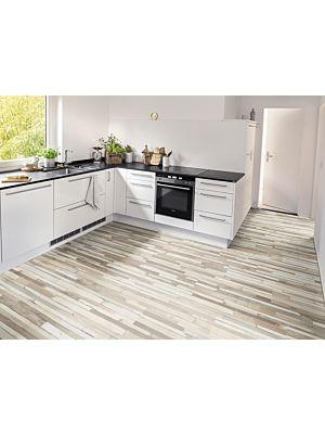 Suelo laminado Egger Home EHL007 colocado en una cocina.