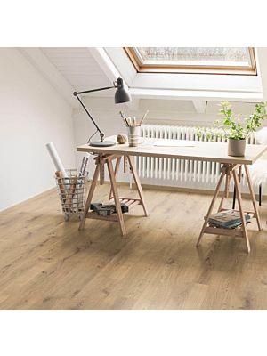 El EHL084 instalado en una sala de estar / despacho.