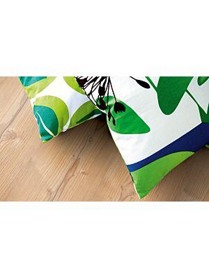 parquet laminado de la marca pergo de la serie living expression pino nórdico L0301-01810 en un ambiente de habitación.