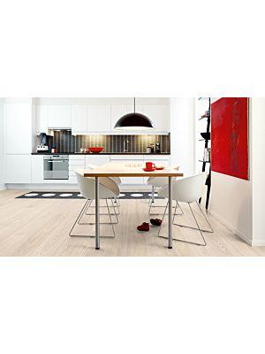 Parquet laminado de la marca pergo de la gama living expression Roble gris moderno serie L0323-01753 en un ambiente de habitación.
