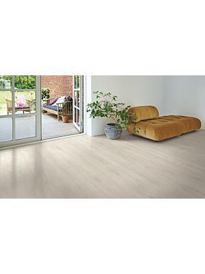 Parquet laminado de la marca pergo de la gama original excellence roble country L0234-03590 en un ambiente de habitación.