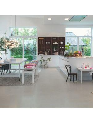 Parquet vinílico de la marca Pergo travertino crema V3120-40042 de la serie optimum en un ambiente de cocina.