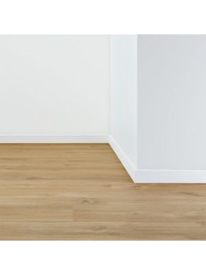 Junquillo de la marca Pergo con medidas 17x17 para suelos laminados.