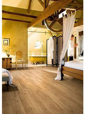 Parquet laminado de Roble clásico beige IM1847 de la marca Quick-Step de la serie Impressive en un ambiente de habitación.