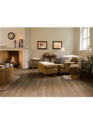 Parquet laminado de robe clásico marrón de la marca quick-step de la serie impressive ultra en un ambiente de habitación.