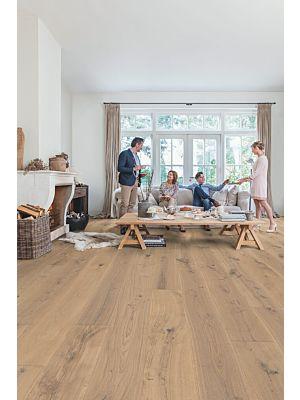 Parquet de madera natural de Quick-Step de la colección massimo mas3564S Roble chocolate oscuro aceitado en un ambiente de habitación.