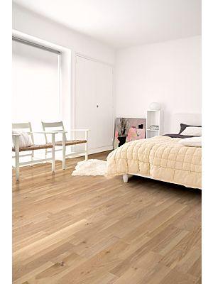 Parquet de madera natural de Quick-Step de la colección variano var3101S Roble blanco caracola extremate en un ambiente de habitación.