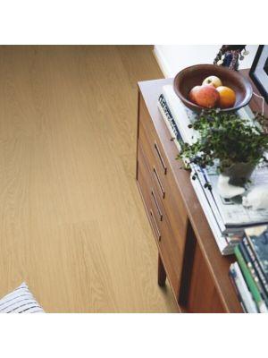 parquet vinílico de la marca Pergo roble costa V2131-40107 de la serie premium en un ambiente de habitación.