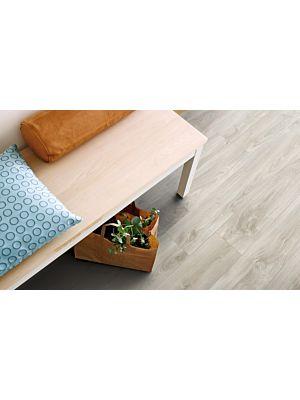 Parquet vinílico de la marca Pergo Roble claro gris V2107-40036 de la serie premium en un ambiente de habitación.