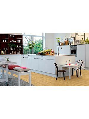 Parquet vinílico de la marca Pergo roble danés claro V2131-40099 de la serie premium en un ambiente de habitación.