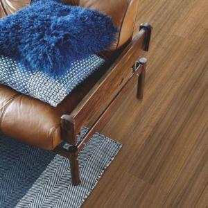 parquet laminado roble de tasmania de la marca pergo de la serie original excellence sensation resistente al agua superficialmente l0239-04317 en habitación.