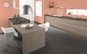 Parquet laminado de  hormigón chicago oscuro gris de Egger Home de la serie Kingsize  en un ambiente de cocina.