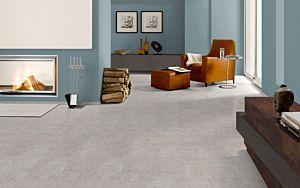 Parquet laminado QUINCY SANDSTONE EHL003 4+1v de Egger Home de la serie Kingsize  en un ambiente de sala.