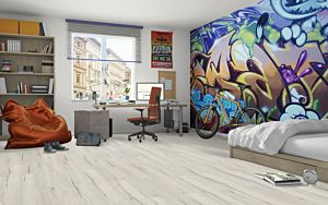 Suelo laminado LARGE ROBLE CRESTON BLANCO EHL105- 4V de Egger Home en vista habitación.