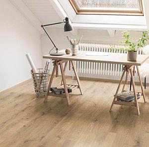 El Roble Natural Lausanne instalado en un estudio con paredes claras.