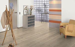 Parquet laminado roble luena sandbeige de Egger Home en un ambiente de habitación. Código EHL114.