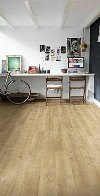 Parquet laminado de roble venecia beige de la marca quick-step de la serie eligna en un ambiente de habitación.