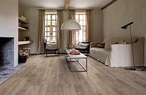 Parquet vinílico de la marca Quick-Step livyn Roble caña natural BACP40025 de la serie Balance Click   Plus en un ambiente de habitación.
