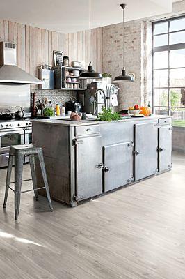 Parquet vinílico de la marca Quick-Step livyn castaño vintage natural BACL40029 de la serie Balance Click en un ambiente de habitación.