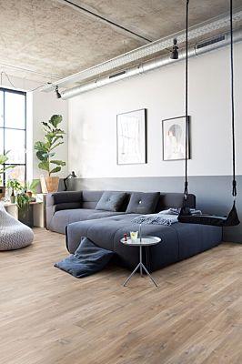 Parquet vinílico de la marca Quick-Step livyn roble seda gris marrón BACL40053 de la serie Balance Click  en un ambiente de habitación.
