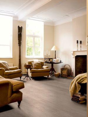Parquet laminado de TECA BLANQUEADA de la marca Quick-step de la serie CLASSIC en un ambiente de habitación.