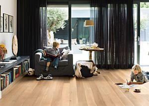 Tarima flotante de Quick-Step de la colección Castello CAS1338S Roble Herencia Mate en un ambiente de habitación.
