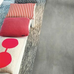 Parquet vinílico de la marca Pergo pizarra negra scivaro V3120-40035 de la serie optimum en un ambiente de habitación.