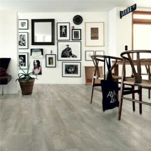 parquet vinílico de la marca Pergo roble lavado beige V2131-40080 de la serie premium en un ambiente de habitación.