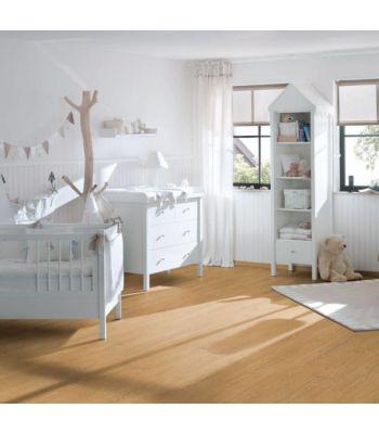 Roble Matera Blanco instalado en un cuarto sencillo y relajante, con toques