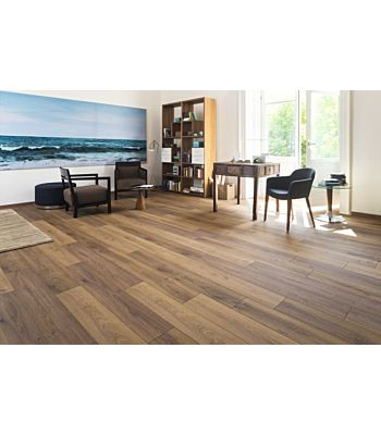 Parquet laminado de Roble livingston natural MF4646 de Egger Megafloor de la serie M2 en un ambiente de habitación.