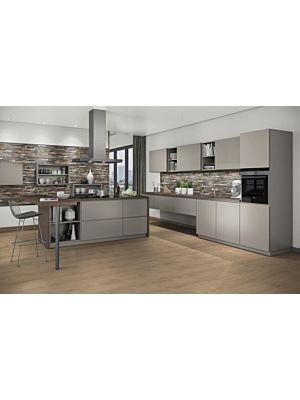 Parquet laminado  ROBLE KONSTANZ GRISL EHL095 - 4+1v de Egger Home de la serie Kingsize  en un ambiente de sala.