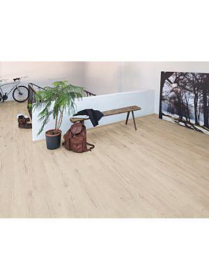 Parquet laminado de roble Dundee Natural EHL046 de Egger Home en un ambiente de habitación.